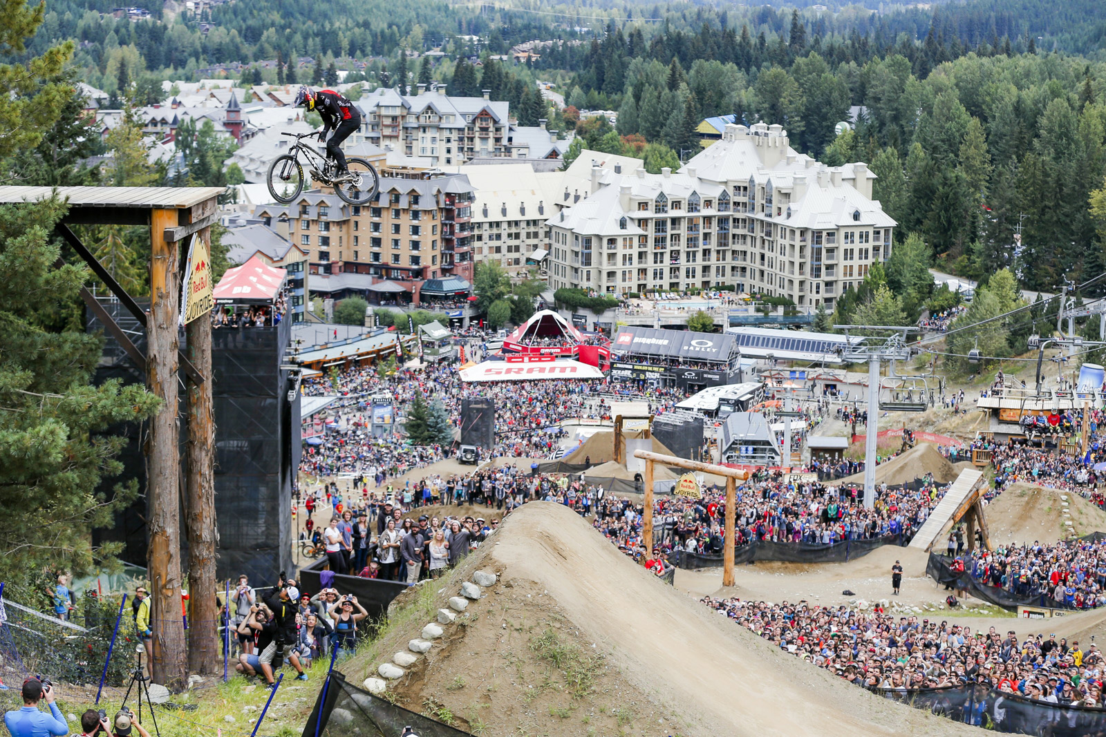 Brandon Semenuk performs an opposite truckdriver at the Red Bull Joyride in Whistler, Canada on August 16th, 2015 // Jussi Grznar / Red Bull Content Pool // P-20150817-00006 // Usage for editorial use only // Please go to www.redbullcontentpool.com for further information. //